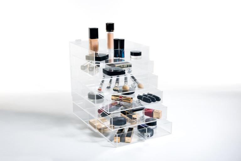 YOSMO: Your Own Smart Make-up Organizer